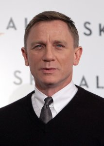 Daniel-Craig-wore-sweater-tie